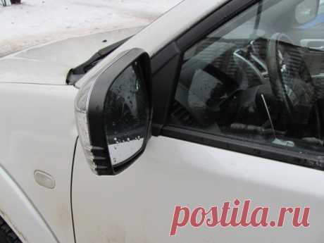 Почему многие автолюбители не складывают зеркала на парковке