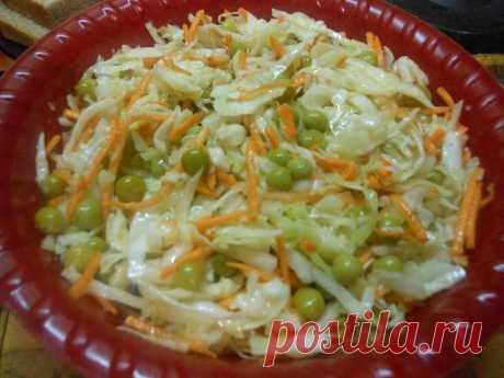Самый вкусный и легкий салатик на скорую руку Салатики – это очень вкусные блюда, которые любят практически все. Готовить салаты можно как к праздничному застолью, так и просто на завтрак, обед или