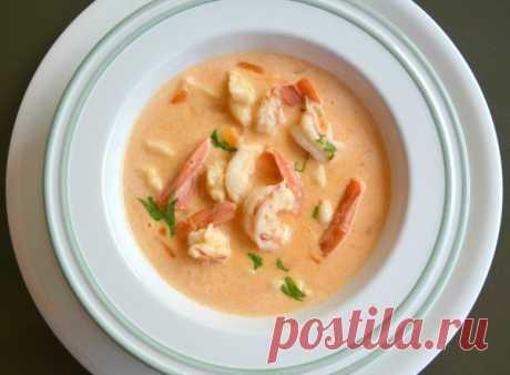 Картофельный суп-пюре с креветками и рыбой. Суп готовится легко и быстро: взять кастрюлю,