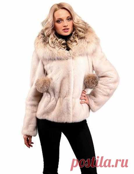 Короткая шуба из норки с отделкой рысью  Не любите длинные шуба и пальто? Предпочитаете короткие меховые куртки? Тогда присмотритесь к этой модели короткой шубы из норки.  Шуба имеет воротник-шаль отделанный мехом рыси.  Цвет Жемчуг.