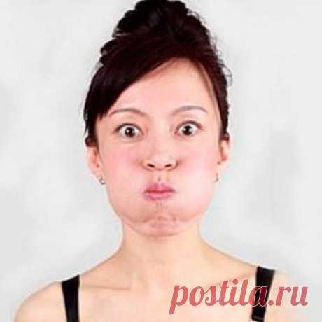 Как избавиться от носогубных складок  1. Гимнастика против носогубных складок  Конечно же, проще всего избежать появления носогубных складок – это во время заняться их профилактикой. Начиная с 25 лет, следует ежедневно выполнять несколько несложных упражнений. Уделив своей внешности 10 минут в день, вы сохраните молодость лица на долгие годы. Комплекс состоит из следующих упражнений: - сложите губы в трубочку и вытягивайте, как будто произносите звук «у-у-у»; - громко и вы...