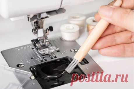 11 советов по правильному уходу за швейной машинкой Швейная машинка - это главная помощница рукодельниц, которая должна быть в каждом доме любой женщины. Причин для покупки швейной машинки много. Независимо от того, часто вы пользуетесь машинкой или нет, правильный уход обеспечит долгую жизнь вашей помощнице. Уход за швейной машинкой - довольно простая задача. Она не требует от вас больших усилий и преодоления сложностей. Просто следуйте приведенным ниже советам, и вы убед...
