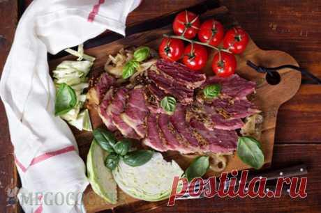 Рецепт говядины, запеченной с луком в мультиварке — MEGOCOOKER