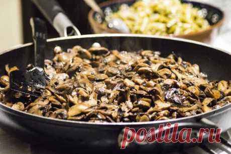Салат с грибами и печенью: новогодние рецепты | Ешь Деревенское | Яндекс Дзен