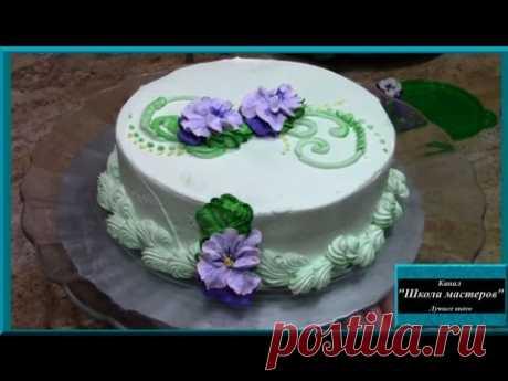 """La torta \""""la Trinitaria\"""". Adornamiento de la torta por los colores de la crema de crema en las condiciones de casa"""