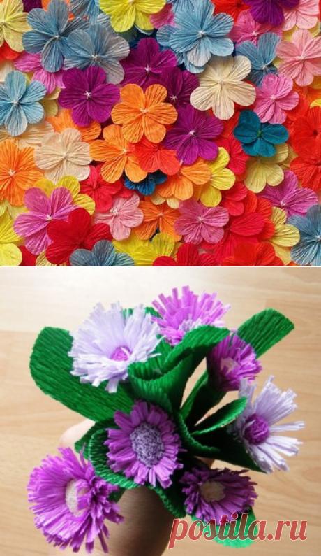 Las flores de gofrobumagi por las manos.
