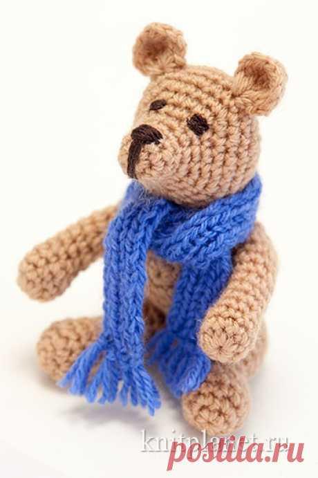 Подробный мастер-класс по вязанию медвежонка крючком. Мы надеемся, что этот маленький забавный медвежонок станет любимой игрушкой вашего ребенка. А вы получите удовольствие от вязания. Высота игрушки 10 см.