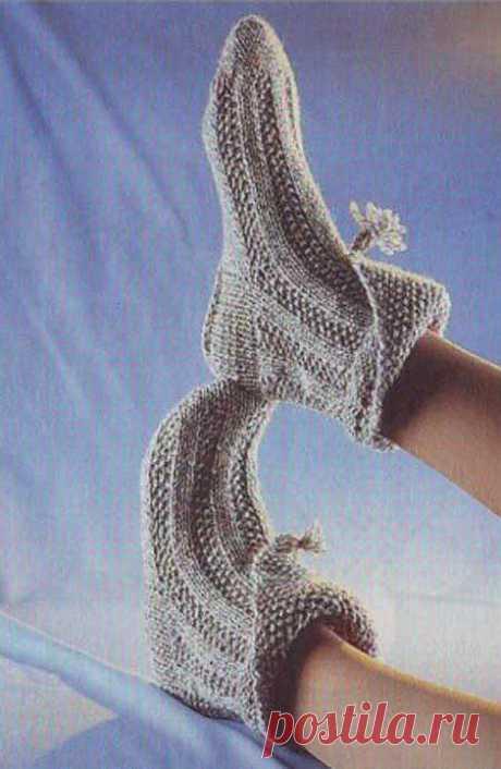 Модные носки с отворотом вязанные спицами