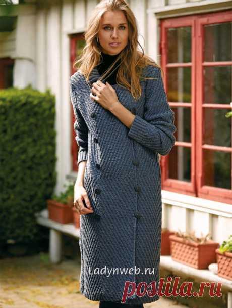 Пальто с диагональным узором спицами | Ladynweb.ru
