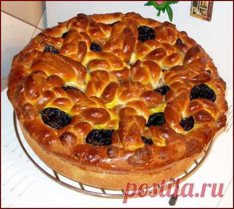 Два в одном: восхитительное дрожжевое тесто на кефире и бесподобный яблочный пирог с черносливом