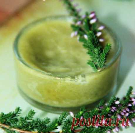 Домашний увлажняющий крем для лица    Для приготовления домашнего увлажняющего крема возьмите 1 столовую ложку кокосового масла и 1 столовую ложку хорошего сухого зеленого чая. Смешиваем эти два компонента в мисочке для приготовления к…