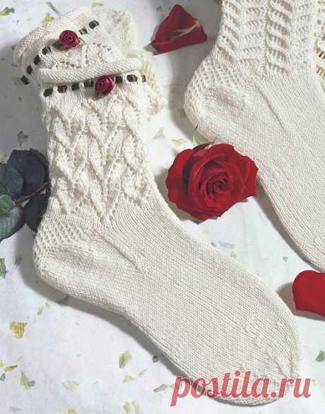 Нежные носочки с розой