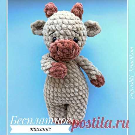 Схема вязания маленького бычка амигуруми из плюшевой пряжи #амигуруми #вязанаяигрушка #игрушкикрючком #вязаныйбык #быккрючком #amigurumipattern #crochetpattern #amigurumibull #crochetbull
