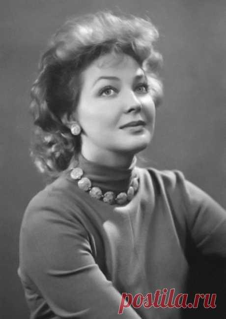 22 августа 1927 г. Ирина Константиновна Скобцева сегодня отмечает свой день рождения. __________________________     __________________________