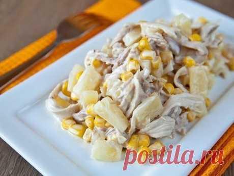 La ensalada con la gallina y las piñas