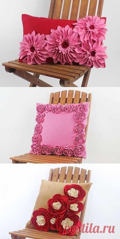 Las almohadas hermosas con los colores del fieltro. Las ideas y la clase maestra.