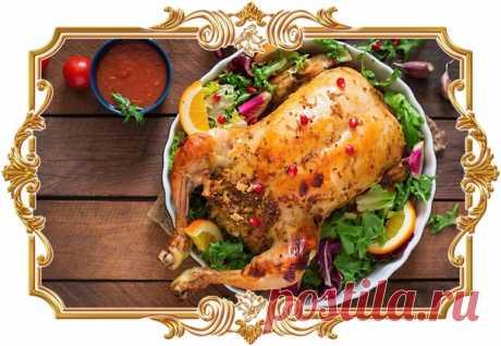 #Курица, фаршированная рисом, изюмом и кедровыми орехами  Если у вас есть #птица с потрохами, #попробуйте #приготовить #её по этому рецепту. Уверены, #вам #понравится.  Время приготовления: Показать полностью...