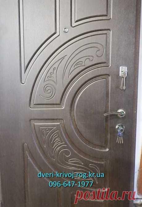 """Стальная дверь Оптима - рассматриваемая модель будет оптимальной серединой по соотношению """"стоимость-качество"""". Стальная рамка сварена из штампованного профиля, что позволяет, при стремлении, ещё утеплить её до монтажа.  Подробнее про эту модель можно увидеть на ресурсе Входная железная дверь Оптима, цена, купить https://dveri-krivoj-rog.kr.ua/vxodnaya-dver-optima/"""