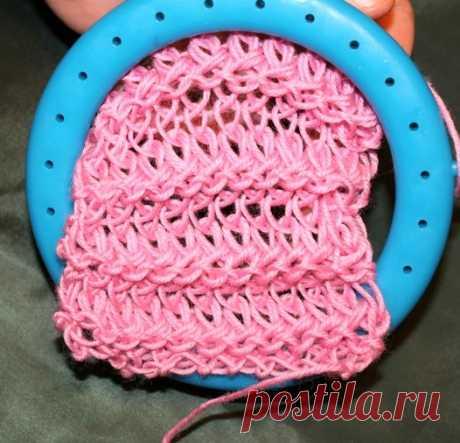 Учимся вязать на луме (Loom knitting). Урок пятый: петли с оборотами