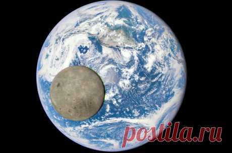 Редкий снимок обратной стороны Луны на фоне Земли.