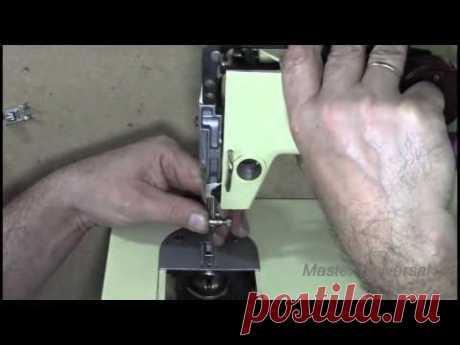 Как выставить игловодитель на зигзаг по игольной пластине. Видео № 133.