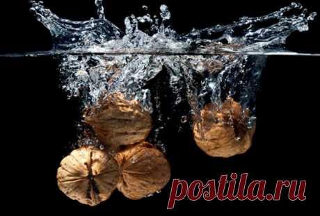 Раствор, кипяток и духовка: 7 способов для быстрой очистки грецких орехов от скорлупы