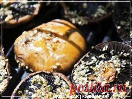 Копченые грибы Ингридиенты: – Крупные грибы 0,5 кг – Оливковое масло 1/3 стакана – Свежий базилик (мелко нарубленный) – Свежий ореган (мелко нарубленный) – Черный перец крупного помола – Чесночная соль Приготовление: Подготовить грибы. Взять 0,5 кг грибов и залить их оливковым маслом. Затем посыпать черным перцем крупного помола, чесночной солью и мелко нарубленными травами. После этого можно выкладывать грибы на решетку для копчения. Коптить грибы 1,5 – 2 часа (до готовно...