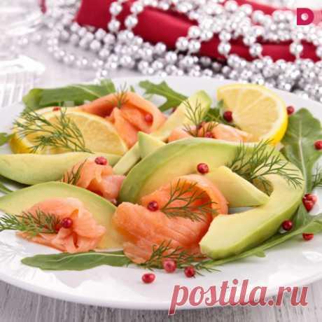 Уже составляете новогоднее меню? Предлагаем попробовать лучшие рецепты любимых новогодних салатов в необычных вариациях, а также несколько блюд, которые удивят гостей!