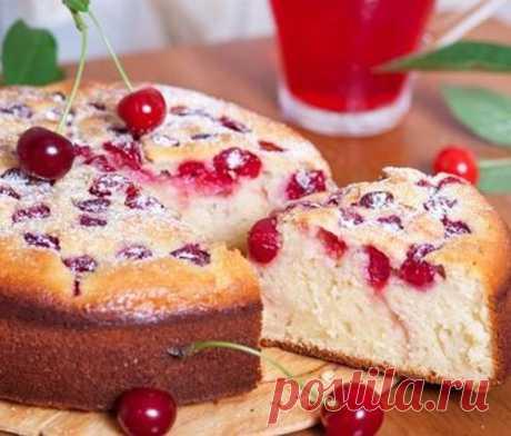 Простой пирог с вишней на кефире (11 фото)