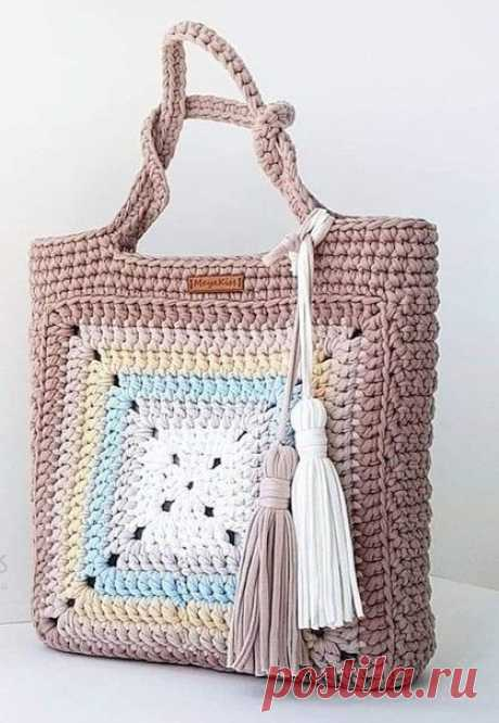 Летняя сумочка из трикотажной пряжи, на основе квадратного мотива. Крючком. Схема. / knittingideas.ru