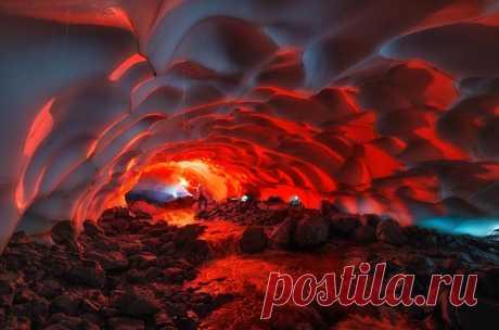 Снежные тоннели и пещеры Камчатки