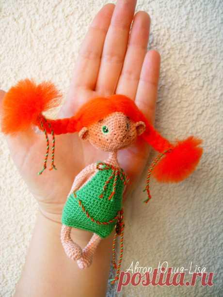 PDF Маленькая помощница. FREE amigurumi crochet pattern. Бесплатный мастер-класс, схема и описание для вязания игрушки амигуруми крючком. Вяжем игрушки своими руками! Куколка в платье, кукла, doll, puppet, puppe, marioneta, fantoche. #амигуруми #amigurumi #amigurumidoll #amigurumipattern #freepattern #freecrochetpatterns #crochetpattern #crochetdoll #crochettutorial #patternsforcrochet #вязание #вязаниекрючком #handmadedoll #рукоделие #ручнаяработа #pattern #tutorial #häkeln #amigurumis #dolls
