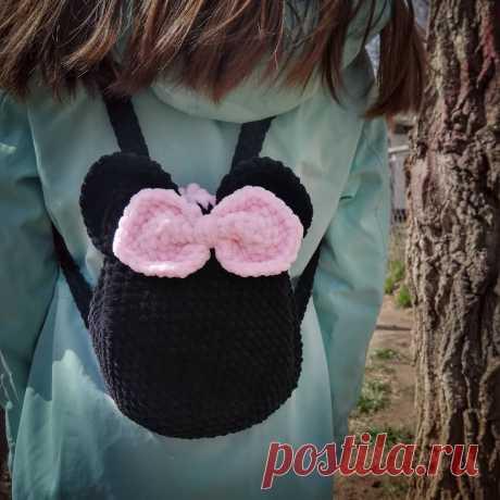 Детский рюкзак Микки Маус крючком из плюшевой пряжи: схема вязания #схемыкрючком #вязаныйрюкзак #рюкзаккрючком #freecrochetpattern #crochetpattern
