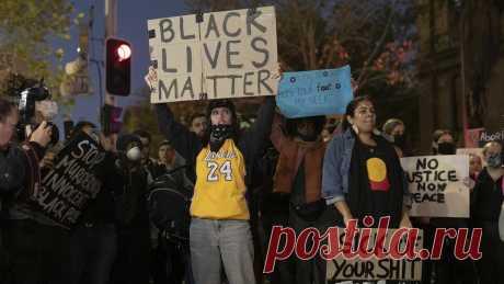 Джей Джей Абрамс жертвует миллионы, Кьюсака избивает полиция. Как звезды реагируют на протесты в США — Новости на КиноПоиске