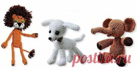 Амигуруми — это искусство вязания маленьких игрушек, которое зародилось в Японии и стало популярным во всем мире. Маленькие миниатюрные игрушки вяжутся крючком или на спицах размером от 1 до 10 см. Игрушка вяжется так, чтобы только умещалась на ладони.