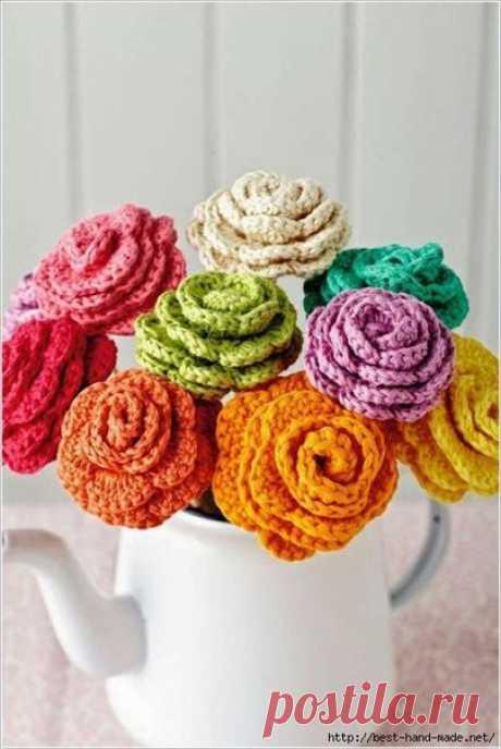 Вязаные крючком цветы в декоре интерьера / Создавая прекрасное