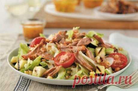 (29) 20 быстрых и простых салатов со свининой - БУДЕТ ВКУСНО! - медиаплатформа МирТесен Сытные и неизменно вкусные салаты со свининой сойдут и за закуску, и за основное блюдо. Они хороши теплыми и холодными, с овощами, сыром и даже с фруктами. Собрали для тебя целых 20 рецептов на все случаи и под любое настроение! 1. Салат со свининой и овощами Отменный теплый салат со свининой на