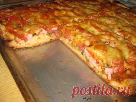 5 ст л муки, 3 яйца, немного сыра и помидор для самой вкусной в мире заливной пиццы в духовке