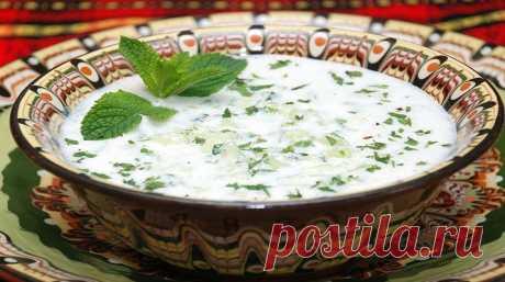 Необычный турецкий суп с огурцами - Когда была на отдыхе, попробовала необычный турецкий суп с огурцами, который подавали в чашах к мясным блюдам. Этот суп был холодным, с освежающим вкусом огурца и мяты, интересным оттенком чеснока.... Read more »