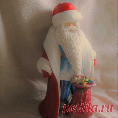 Ватный Дед Мороз  сделан из ваты (использованы, только экоматериалы).Высота 39 см. Сувенир под ёлку, будет служить на долгую память