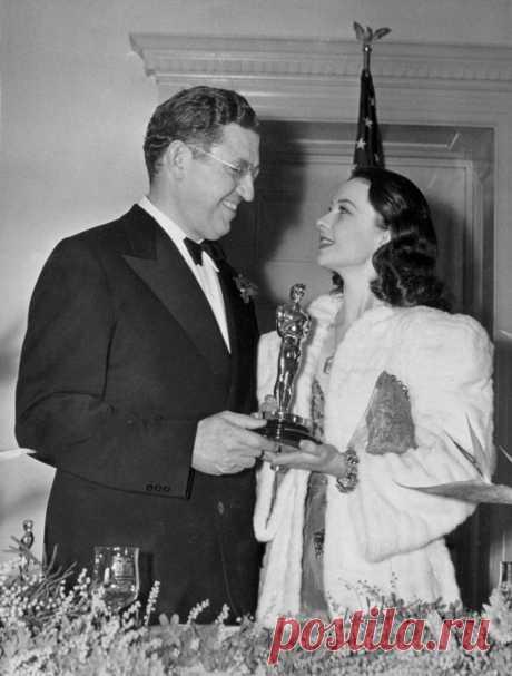 Вивьен Ли с продюсером «Унесенных ветром» и своим первым «Оскаром», 1940 г.