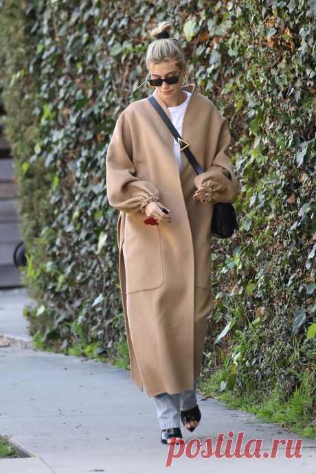 Пальто: халат без воротника как у Хейли Бибер | VestiNewsRF.Ru