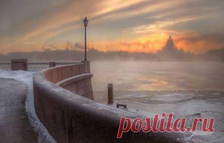 Санкт-Петербург.Автор фото — Александр Атоян: nat-geo.ru/photo/user/116552/