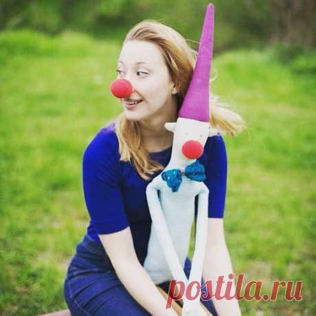 Люблю встречи с @astarta_dragnil. Заряжают мня на хорошее настроение и подъем творческих сил😘💪. Спасибо, что умеешь поймать меня настоящую @vermeers_girl 😍😘. Заказать этого клоуна можно у меня @vermeers_girl 🎁пишите в Директ)) #mytealand #vermeers_girl #игрушкиручнойработы #куклыручнойработы #тильда #tilda #tildadoll #toy #doll #clown #клоун #настоящая #whitebear #белыймебведь #БМ #bm #handmade #beautiful #красота #подарокмосква #подарок23февраля #подарок8марта #дети #малыш #ребенок