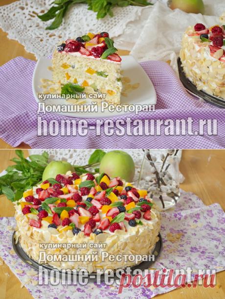 La torta de bizcocho con las frutas - el Restaurante De casa