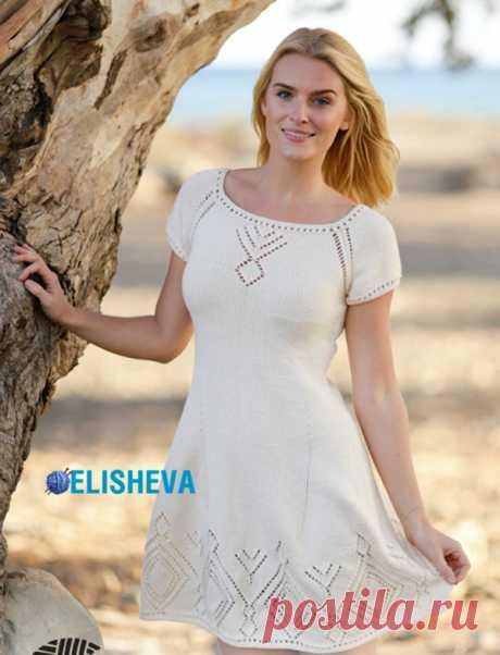 Короткое, летнее платье от Drops Design с ажурными ромбами и регланом, вязаное спицами