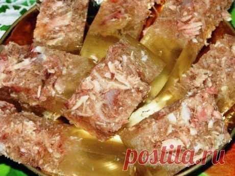 Как правильно приготовить вкусный холодец... Основные правила приготовления хорошего холодца Для того чтобы приготовить прозрачный холодец, необходимо помнить несколько простых правил, придерживаясь которых можно будет без труда сотворить этот кулинарный шедевр. Правило 1. Выбор основного ингредиента – мяса. Готовить холодец можно из любого мяса (из курицы, из свинины, из говядины, из свиных ножек и т.д.), самое главное, правильно выбрать основной продукт. Покупать такой важный в холодце компоне