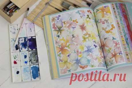 На каждой странице — рисунки, рисунки, рисунки. Целые развороты заполнены разноцветными животными, цветами и облаками. Завораживает