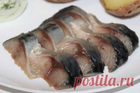 Нежнейшая скумбрия горячего посола. Рыба получается такой вкусной, что не стыдно и рецептом поделится. | Дилетант на кухне. | Яндекс Дзен