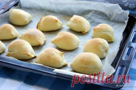 Прекрасная женщина,хозяйка,жена | Women's World Пирожки с начинкой. Тесто: -мука -3-,5 ст (550 -600 г) -молоко -1 ст. -дрожжи сухие -11 г -слив. масло -200 г -сахар -1 ст.л. -соль -1/2 ч.л.  Начинки: - картофельное пюре+обжаренный лук+отварное перекрученное мясо - яйца+зеленый лук - Или любая другая, лишь бы густая была. Можно также и сладкие начинки, творожные... У меня просто картофельное пюре с обжаренным луком